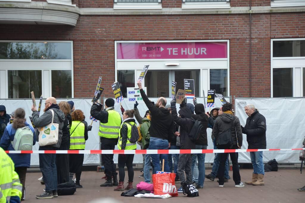 Demonstranten KOZP bij intocht Sinterklaas