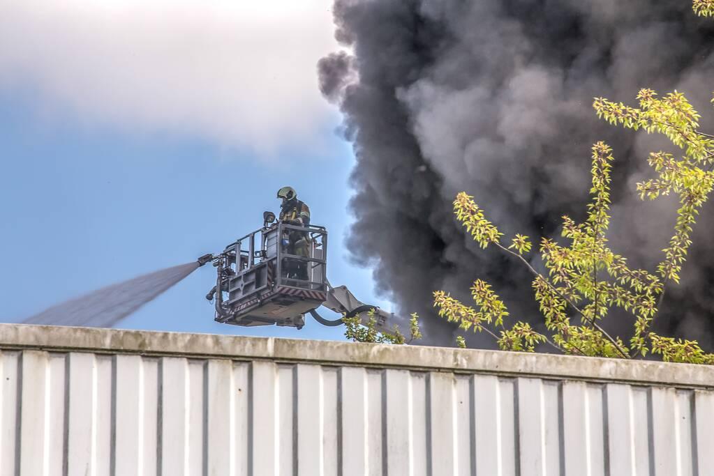 Flinke rookontwikkeling bij brand in loods