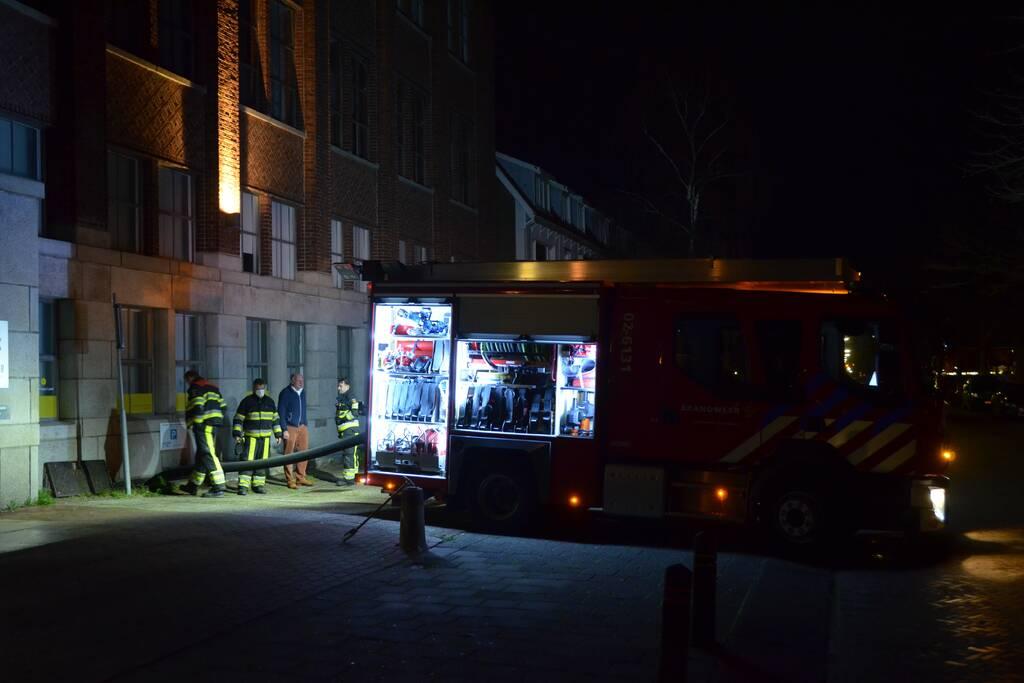 Brandweer pompt kelder vol met water leeg