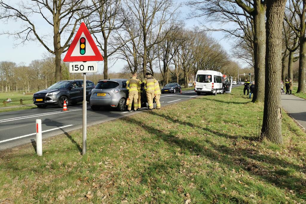 Veel schade bij botsing met taxibus