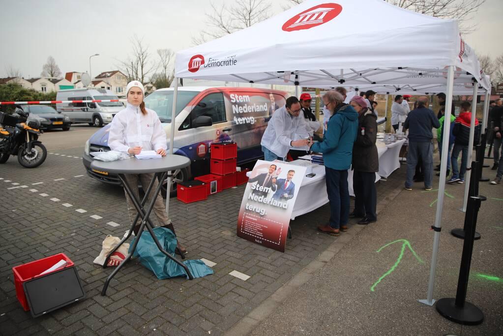 Thierry Baudet voert campagne op parkeerplaats Klein Amerika