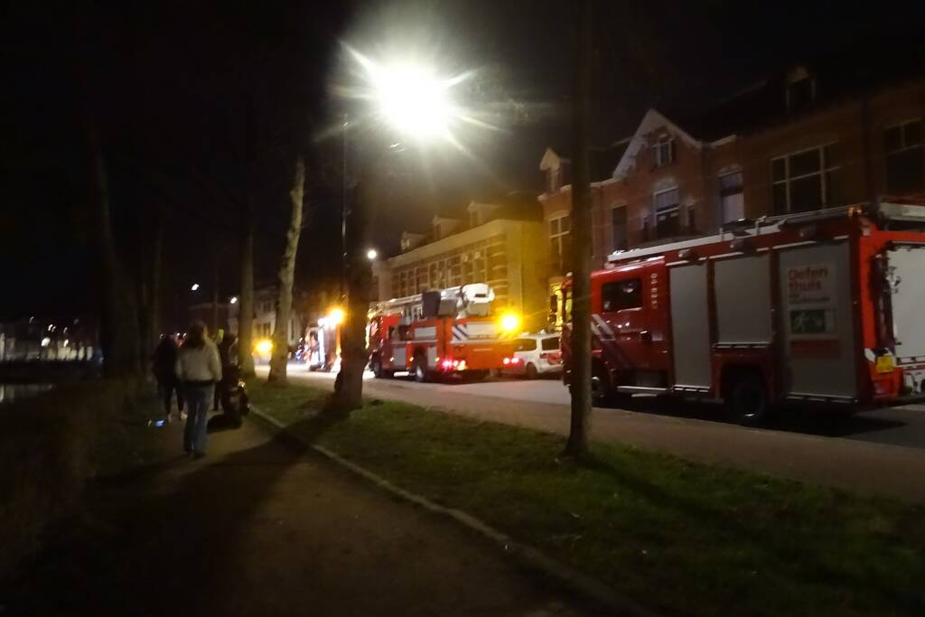 Brandweer blust kleine brand in keuken