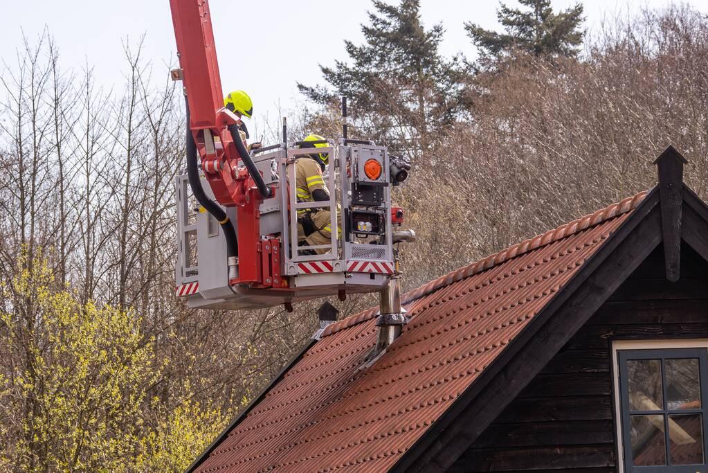 Brand in schoorsteen van vrijstaande woning