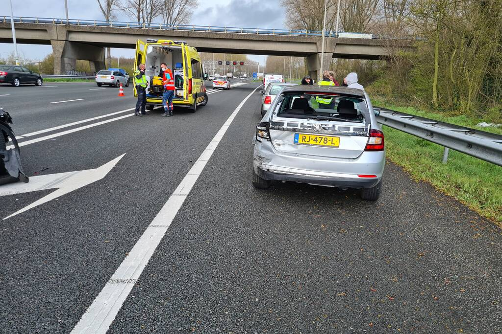 Veel schade na botsing met meerdere voertuigen