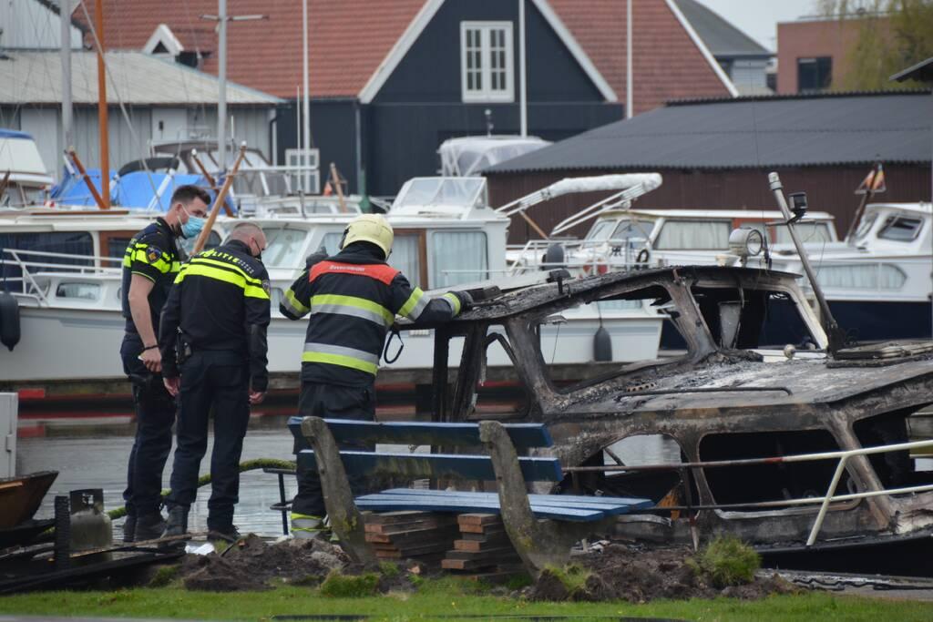 Bewoners van boot gewond door explosie
