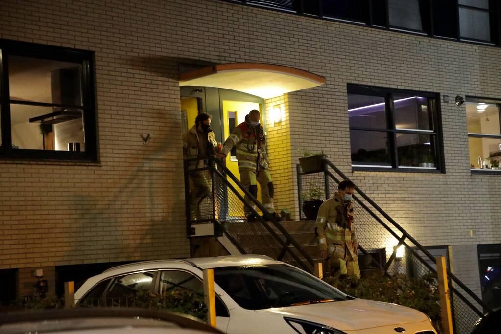 Brandweer verricht metingen bij woning