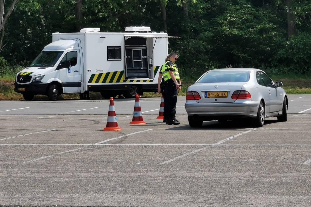 Grootscheepse controle door politie, douane en gemeente