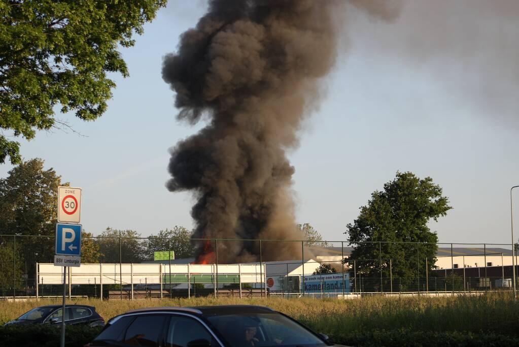 Uitslaand brand in bedrijfspand