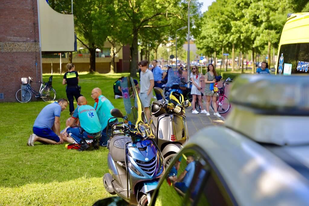 Scooterrijder botst op bakfiets met kinderen
