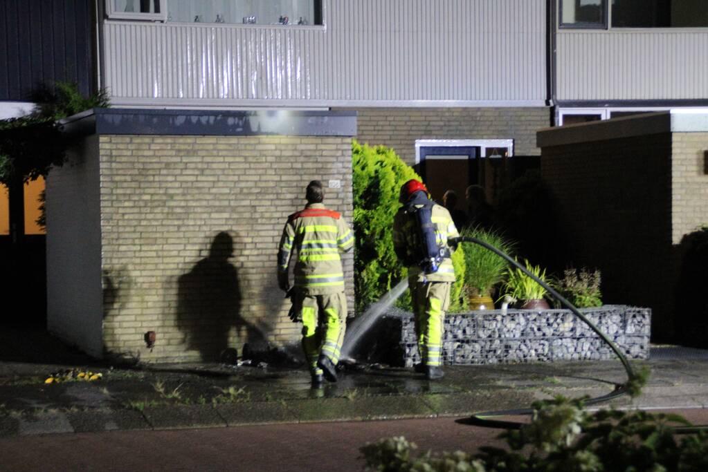 Schade aan muur door brandende papiercontainer