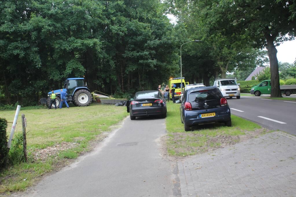 Scooterrijder gewond bij botsing met tractor