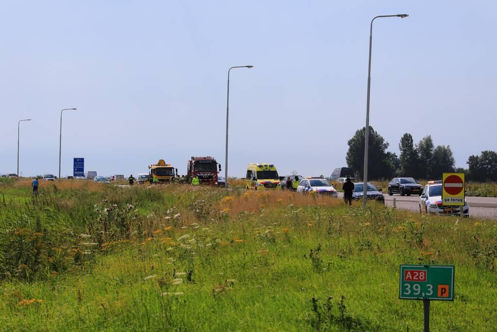 Auto raakt van de snelweg belandt in sloot