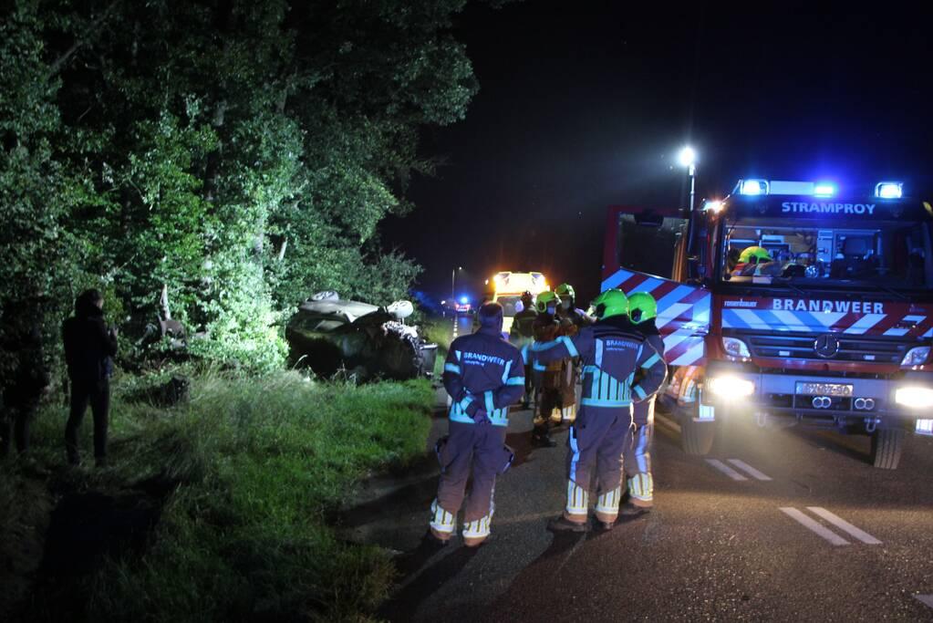 Persoon gewond nadat auto op zijkant belandt