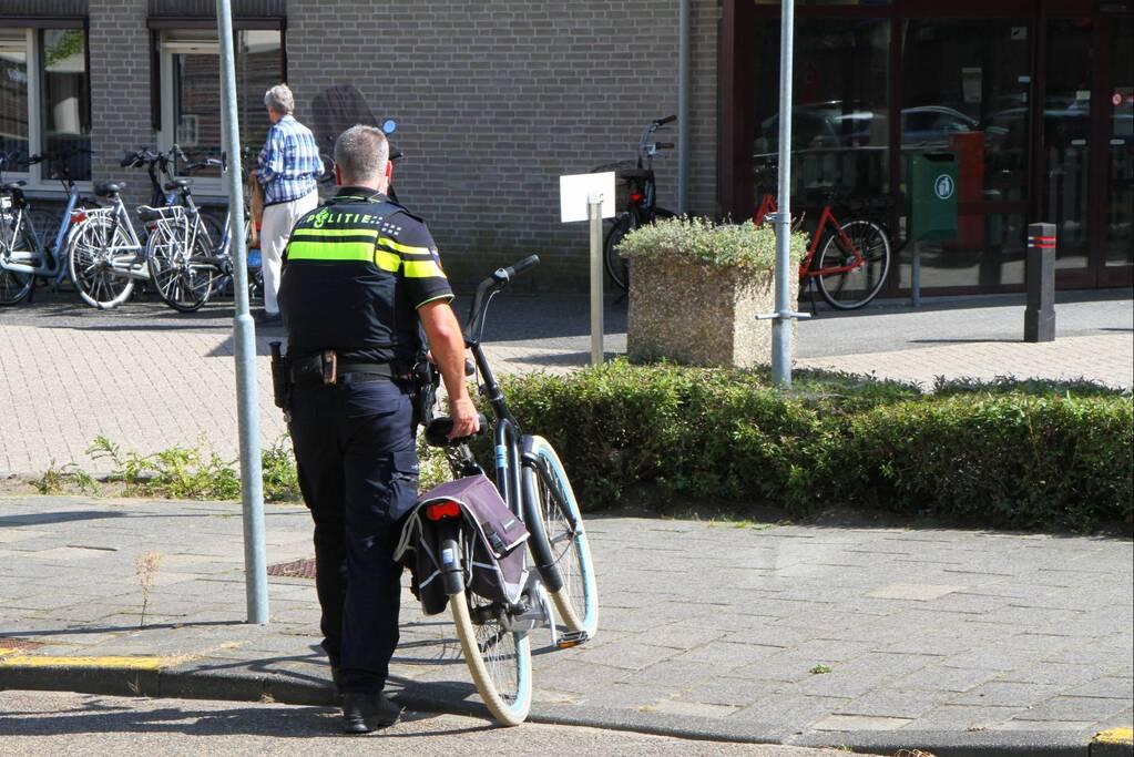 Afslaande fietser geschept door auto