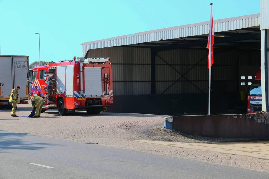 Vrachtwagenchauffeur rijdt dieseltank lek