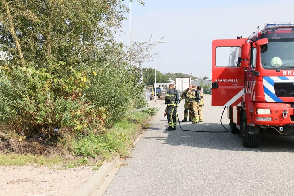 Brand in berm snel geblust op bedrijventerrein Vletgaarsmaten