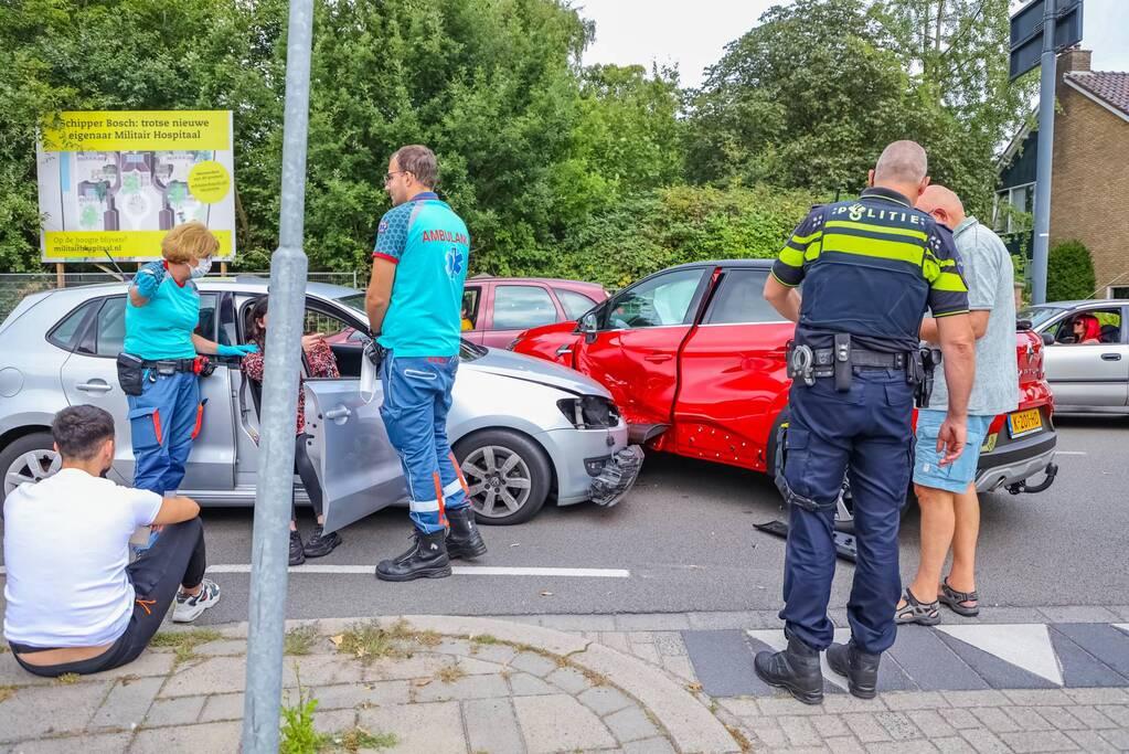 Kerende auto zorgt voor flinke schade