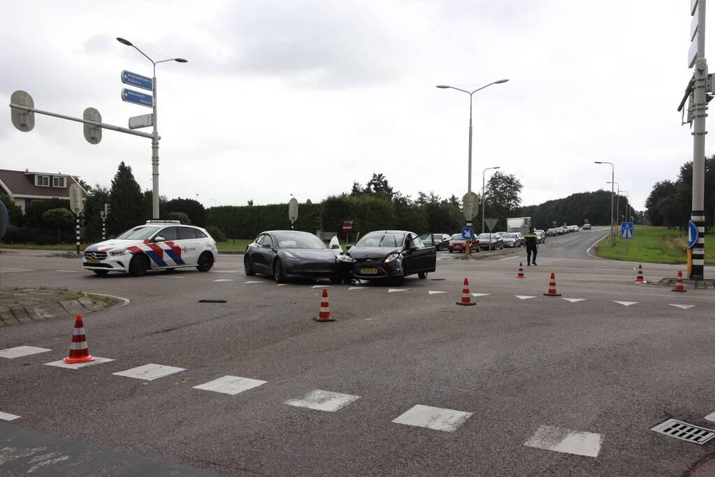 Flinke schade bij verkeersongeval op kruispunt