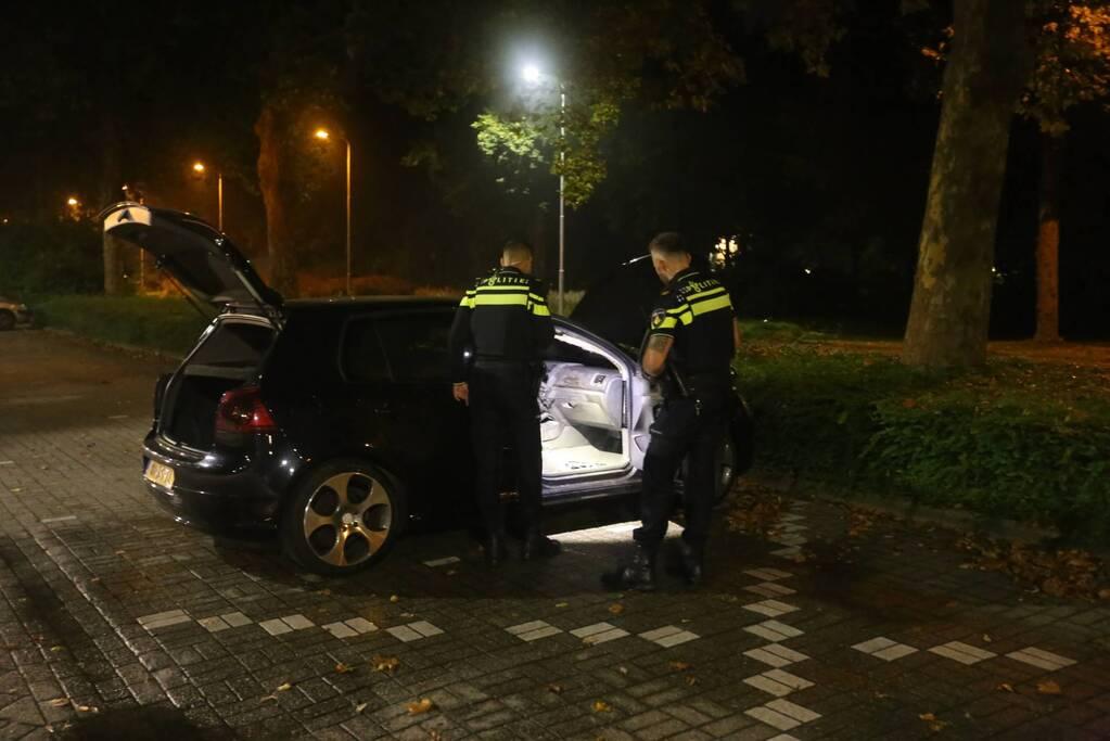 Politie doet onderzoek naar brand in personenauto