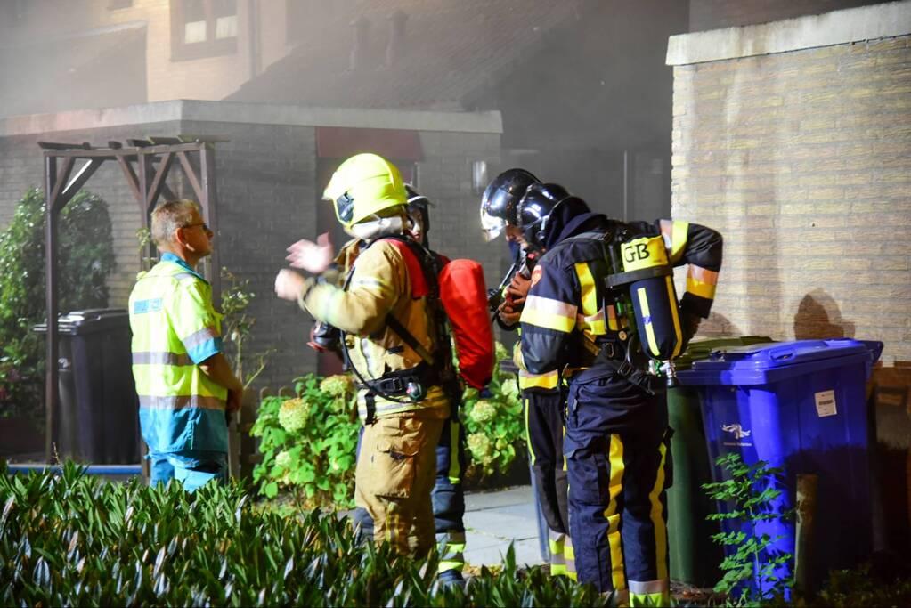 Enorme vlammen bij uitslaande woningbrand