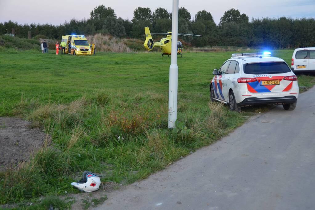Man op crossmotor ernstig gewond