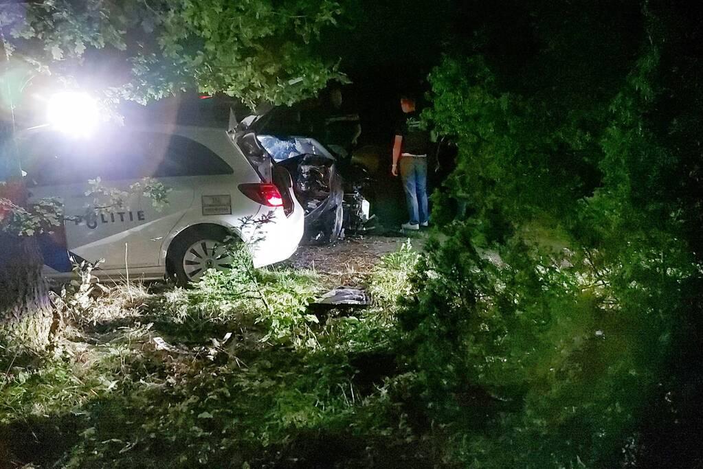 Personenauto total-loss na achtervolging