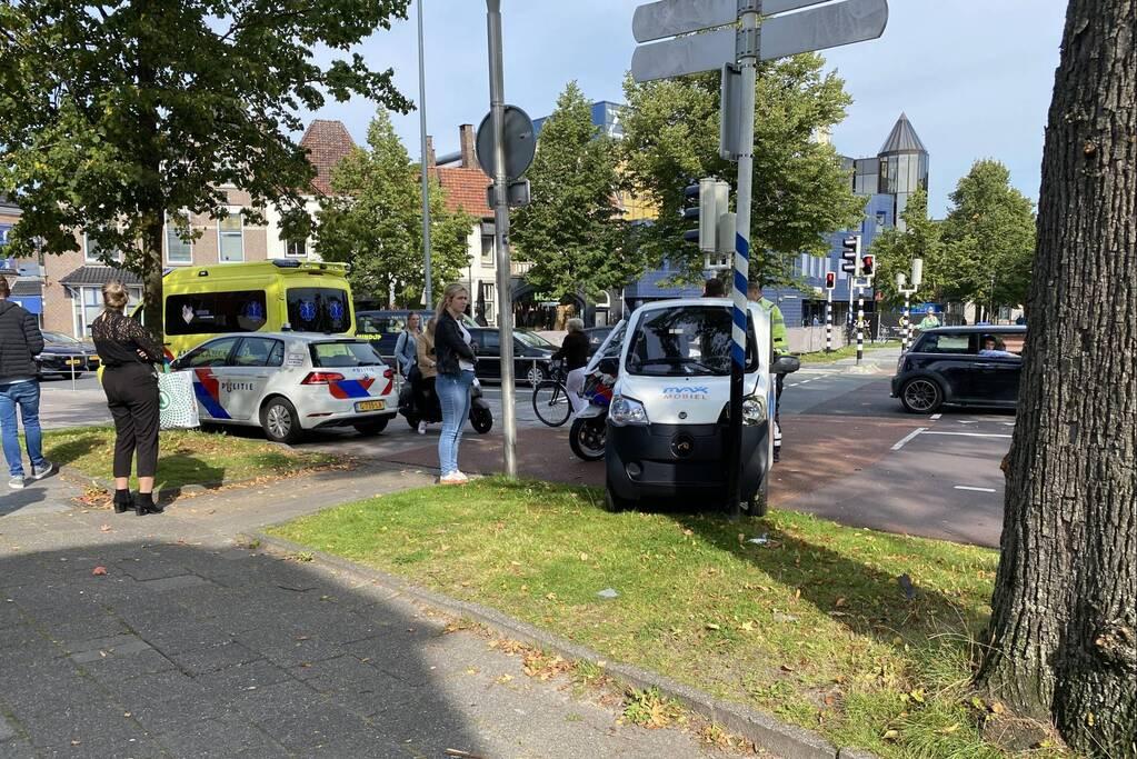 Max mobiel botst tegen verkeerspaal