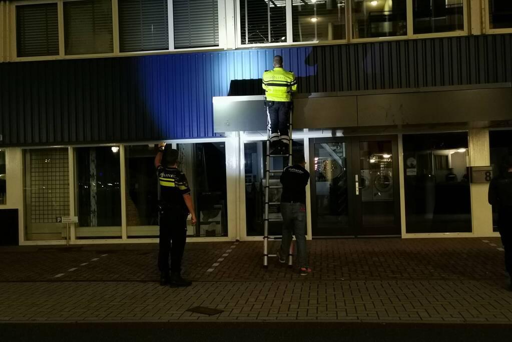 Politie haalt man van dak die vernielingen pleegt