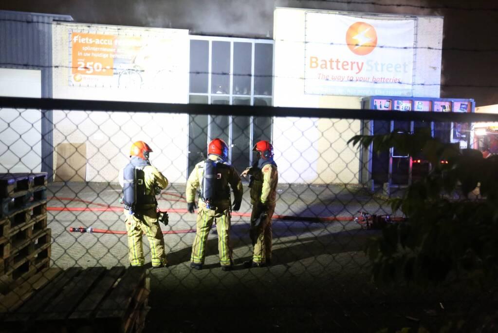 Grote brand bij bedrijfspand