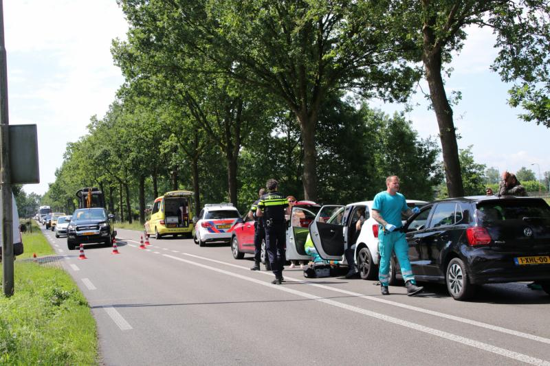 Nekklachten bij aanrijding met drie auto's