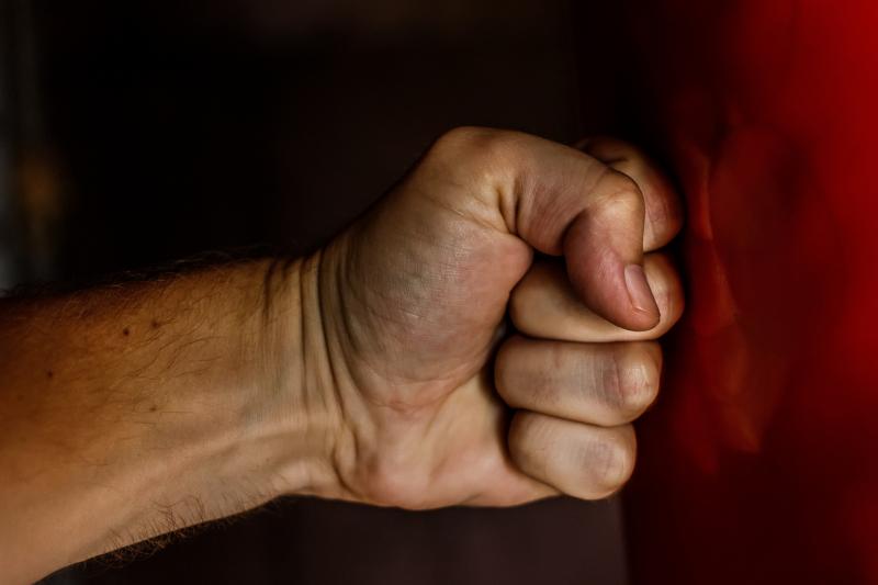 Man aangehouden voor ernstige mishandeling, slachtoffer in coma