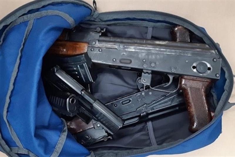 Rechtbank eist 7 jaar voor invoer wapens en 300 kilo cocaïne in verborgen ruimte in busje