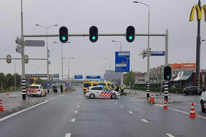 #Hoofddorp Rijstroken afgesloten door frontale aanrijding Kruisweg - N196 Hoofddorp.