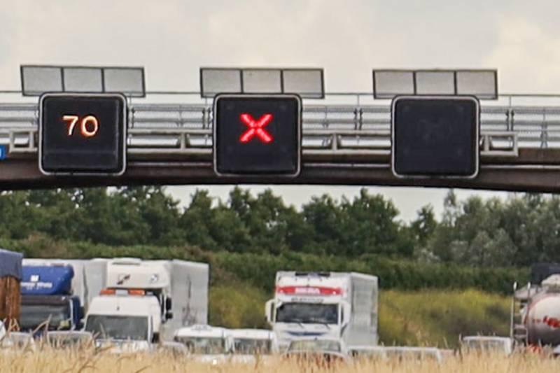 Vier rijstroken dicht door gestrande vrachtwagen