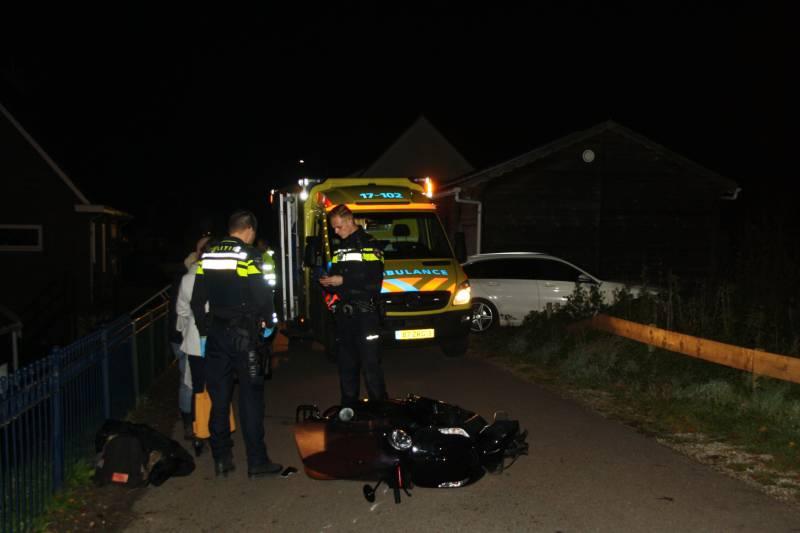 Bestuurster scooter gewond na botsing met hek - Hardnieuws
