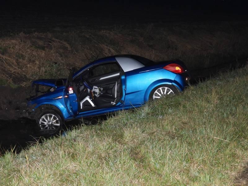 Auto belandt in de sloot, één gewonde