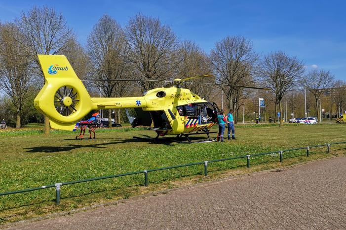 Coronahelikopter geland bij ziekenhuis Gelderse Vallei