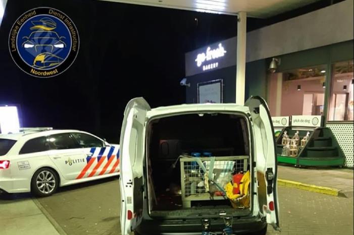 Lachgaskoerier (22) aangehouden bij tankstation Neerduist