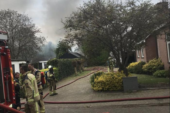 Asbest vrijgekomen bij grote brand in garage autoschadebedrijf