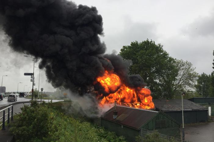 Grote uitslaande brand in industriepand