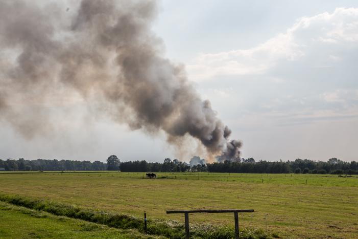 Grote brand in autodemontagebedrijf Industrieterrein De Marslanden
