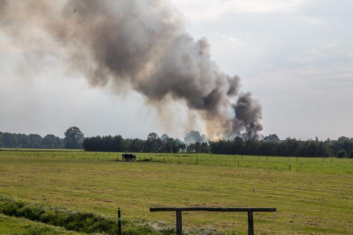 Bosbrand in moeilijk begaanbaar gebied