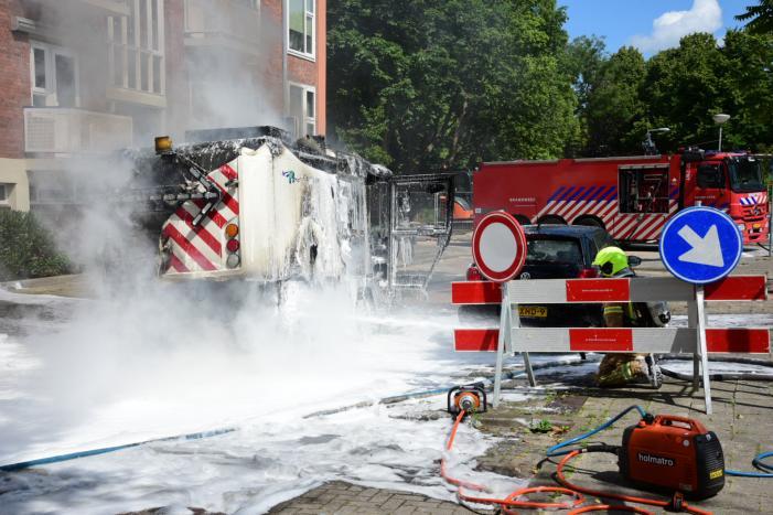 Brandende veegmachine lastig te bestrijden