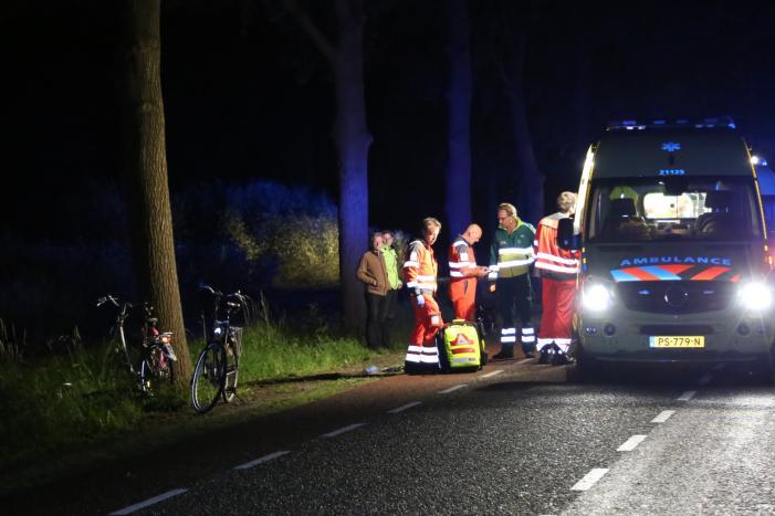 Automobilist rijdt door na ernstig ongeval, twee fietsers zwaargewond