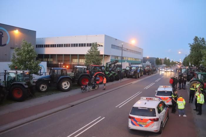 Boeren blokkeren doorgang naar groot distributiecentrum