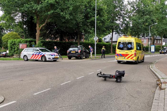 Persoon gewond na aanrijding met auto