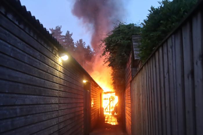 Drie schuren door brand verwoest