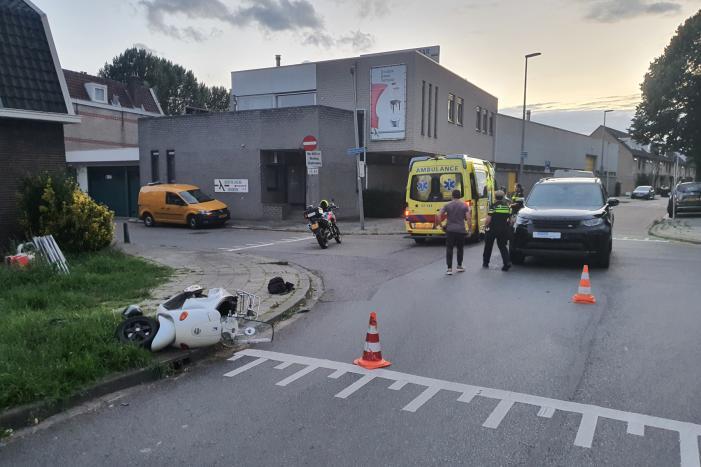Scooterrijder gewond bij verkeersongeval