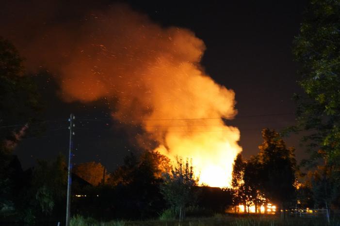 Grote schuurbrand vol met hooi