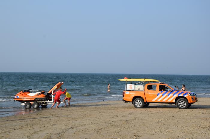 KNRM start zoekactie naar vermiste zwemmers in Noordzee